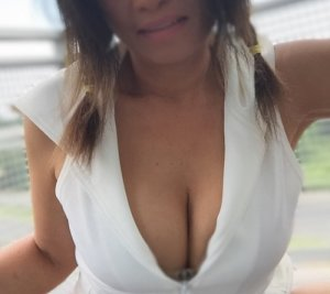 Carmina incall escort and casual sex