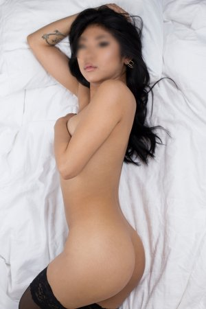 Garence escort girl in Hilo