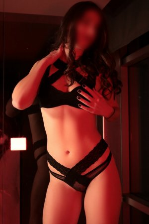 Claryssa escort girl